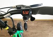 Регулятор швидкості, замок, ЖК-екран для відображення даних про заряд акумулятора Суми